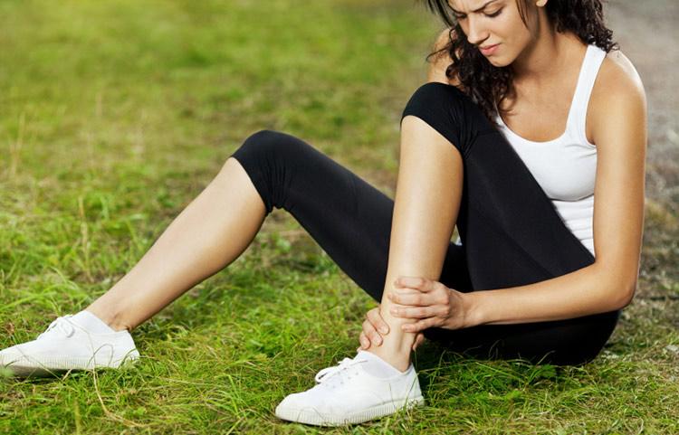 exercice-d-etirement-musculaire-pour-douleur-a-la-cheville