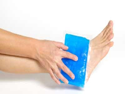 ice-pack-on-ankle